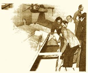 Alcuni momenti dell'ispezione in fabbrica eseguita dal Pretore di Bari, dott.Vincenzo Binetti.